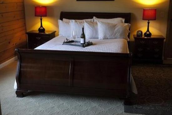 The Purple Orchid Wine Country & Spa: Deluxe Queen Suite Double Eagle