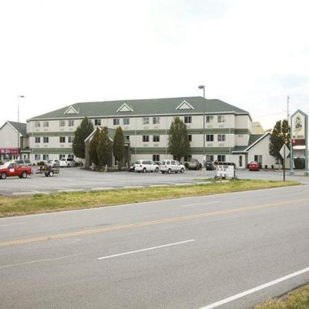 Commodore Perry Inn and Suites: Exterior