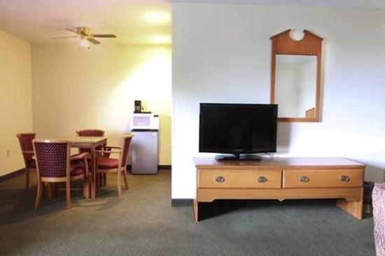 Commodore Perry Inn and Suites : smoking barrier free King room