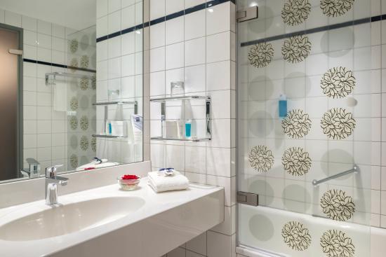 Dorint Kongresshotel Düsseldorf/Neuss: Bathroom