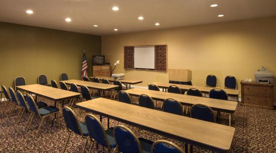 Bend Three Sisters Inn & Suites: Meeting Room