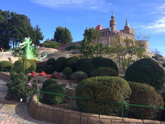 Fairy Park: Beautiful manicured gardens