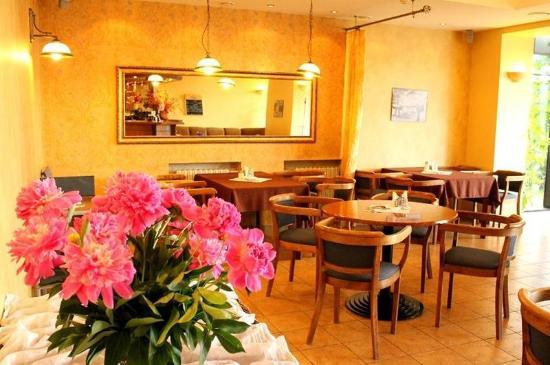 Hotel Velga: Restaurant Interior