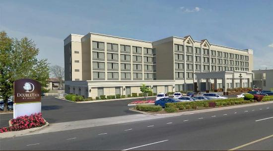DoubleTree by Hilton Hotel Decatur Riverfront: Hotel Exterior
