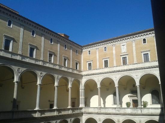 Palazzo della Cancelleria: Cortile interno