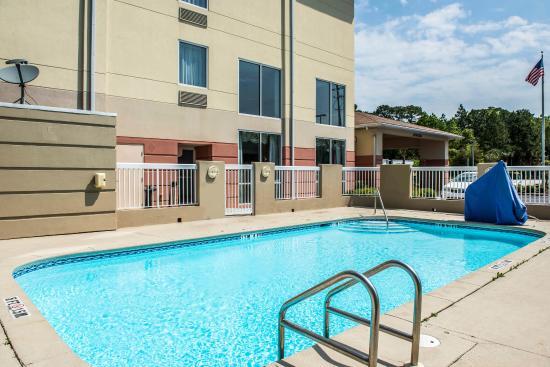 Comfort Inn And Suites Panama City: Pool