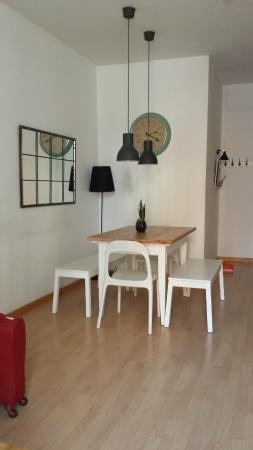 Happy Apartments: Cute dining area in our room