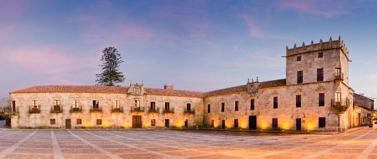 Hotel Real Ribadomar: Plaza de Fefiñans