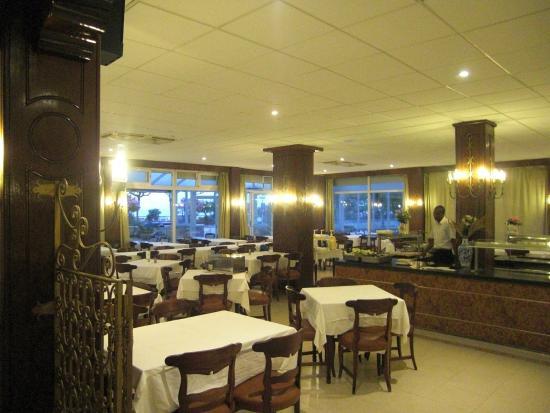 Comedor buffet - Picture of Mont-Rosa Hotel, Calella - TripAdvisor