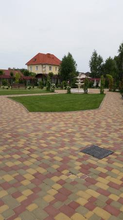 Sofievsky Posad Hotel: The lovely gardens , just right for afternoon drinks