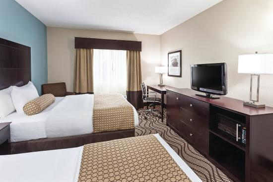 La Quinta Inn and Suites Knoxville Airport : Guest Room