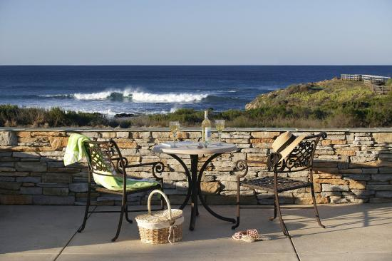 Fireside Inn on Moonstone Beach: Ocean View Patio on Moonstone Beach