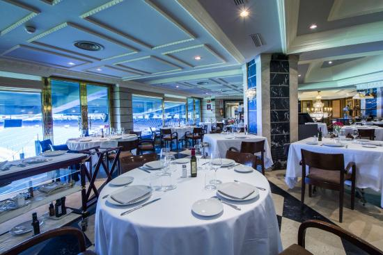 Sal n con vistas al estadio santiago bernab u fotograf a de puerta 57 madrid tripadvisor - Restaurante puerta 57 madrid ...