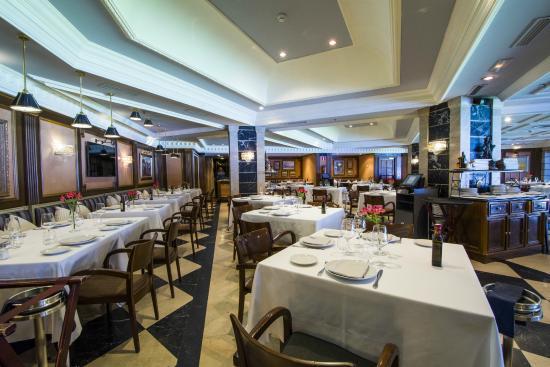 Sal n con vistas al estadio santiago bernab u fotograf a for Puerta 57 restaurante