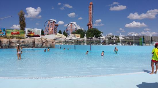 piscina de olas fotograf a de parque warner san mart n