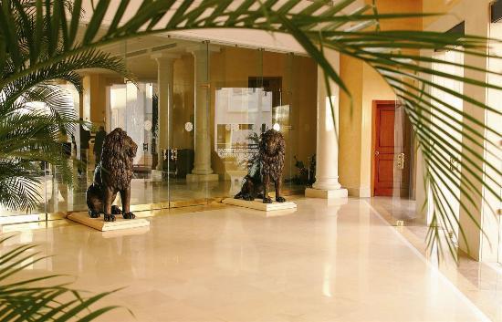 Hotel Les Berges Du Lac- Concorde : Entrance