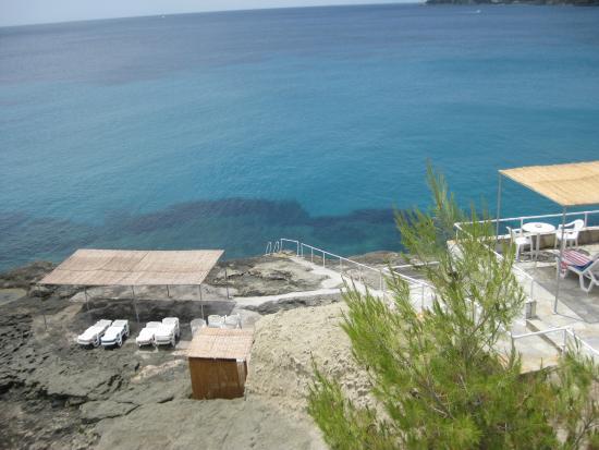 Apollo Hotel: Sunbathing area