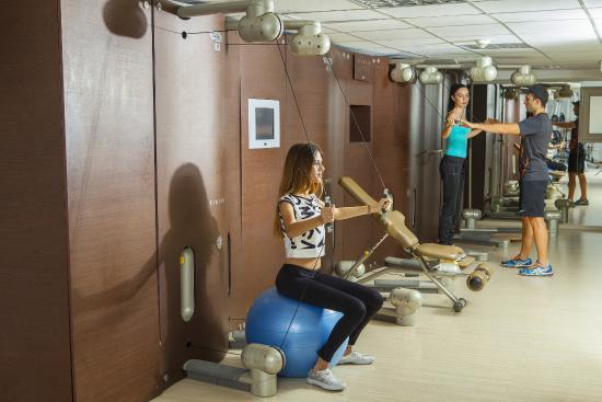 Aquamare Beach Hotel & Spa: Gym Kinesis Wall