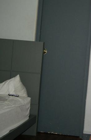 Hotel Amigo Zocalo: Дверь в ванную