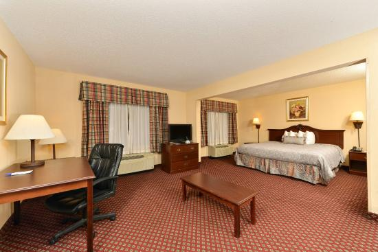 Americas Best Value Inn & Suites Augusta/Garden City: One King Bed Suite