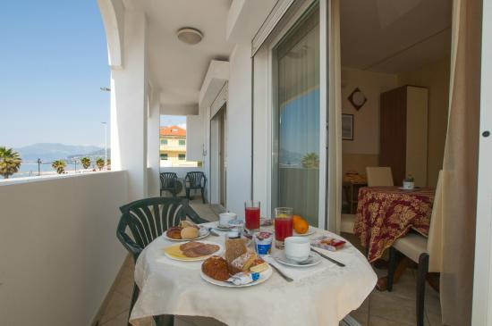 Suitehotel Residence Kaly : BALCONE SUITE VISTA MARE
