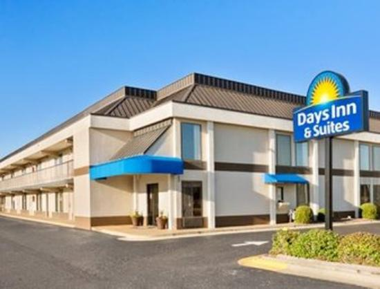 Days Inn & Suites Fayetteville Northwest Fort Bragg Area: Welcome to the Days Inn Fayetteville Northwest For