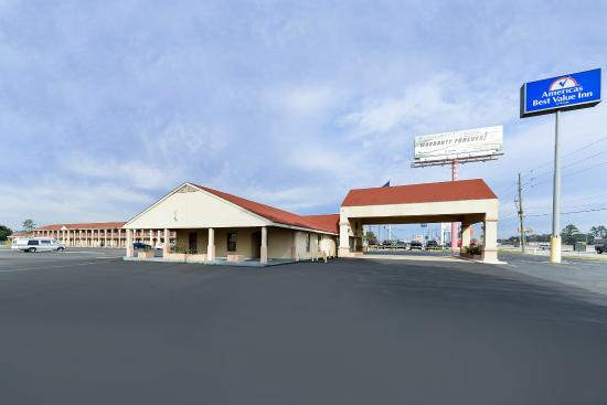 Americas Best Value Inn Conroe: Exterior