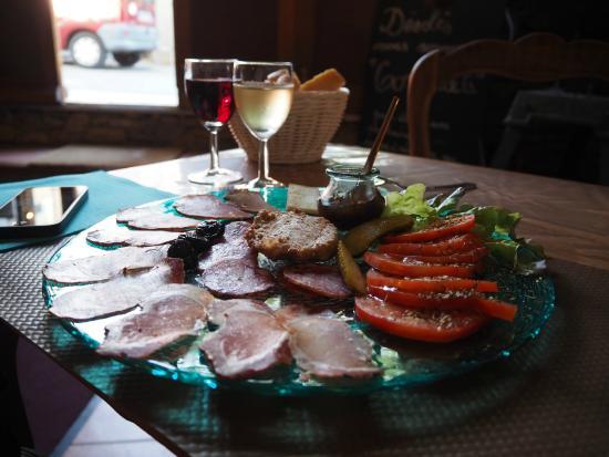 Hotel du Vignoble: ...gustando l'assiette du Vigneron nel ristorante di fianco all'hotel :)