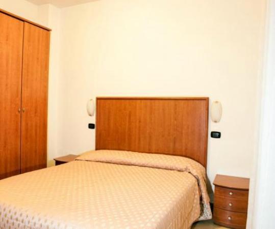 Residence Hotel Fellini: Bilocale   camera da letto