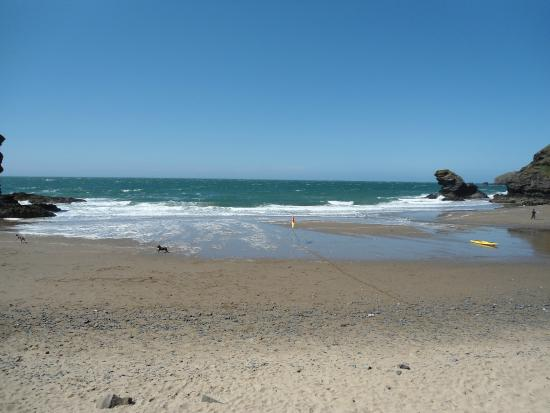 Pentre Arms Hotel: A great beach
