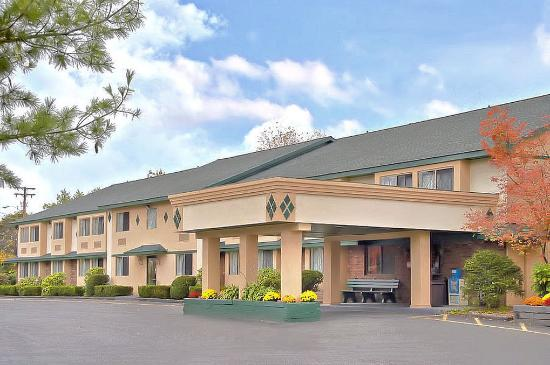 Americas Best Value Inn - New Paltz: Exterior