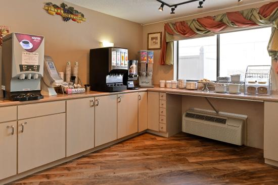 Americas Best Value Inn - New Paltz: Breakfast Area
