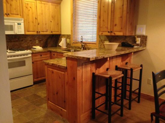 Trail's End Lodge: Kitchen