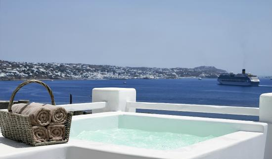 Rocabella Mykonos Art Hotel & SPA: View for the SPA bath