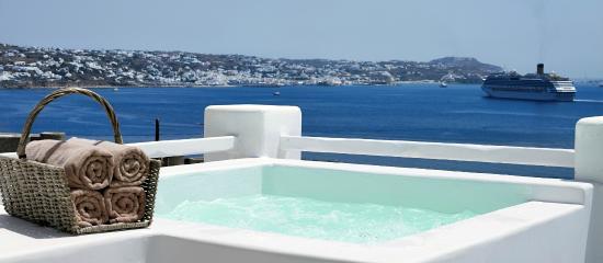Agios Stefanos, Griechenland: Deluxe sea view room with outdoor spa bath