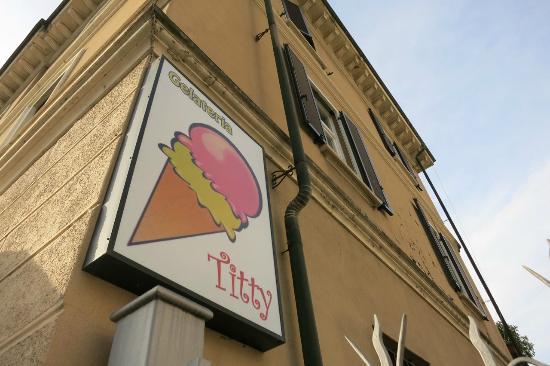 Germignaga, Italia: Gelateria Titty!