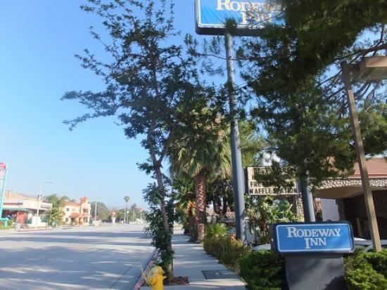 Rodeway Inn Magic Mountain Area: Отель и местность
