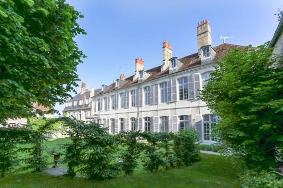 L 39 hotel de panette b b bourges france voir les tarifs for Prix hotel en france