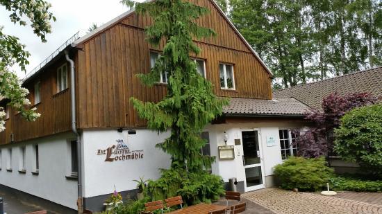Hotel & Restaurant Zur Lochmuehle: Eingang zum Hotel und Restaurant
