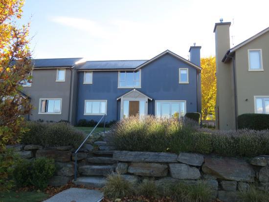 Arrowfield Apartments: Facade