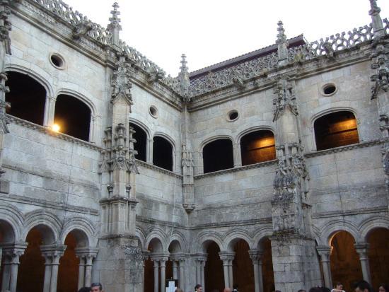 Monasterio de San Salvador: Cloisters