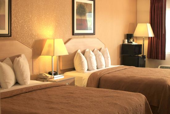 Quality Inn & Suites: Cozy rooms with comforting bed