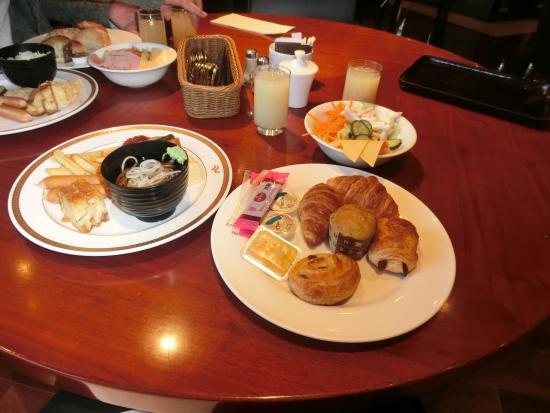 Forest Garden: 朝食