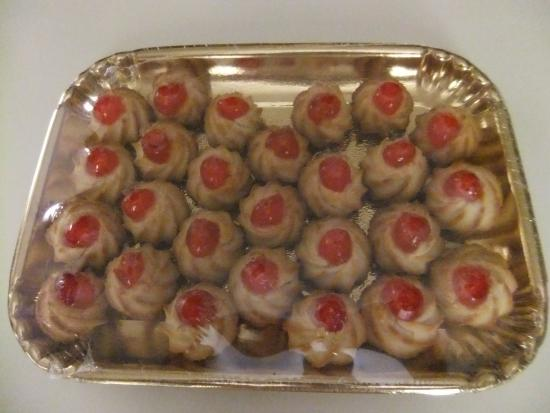 Some of Santa Lucia's delicious traditional cakes