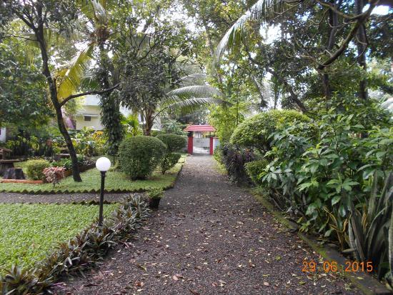Eden Garden Heritage Homestay: The main gate