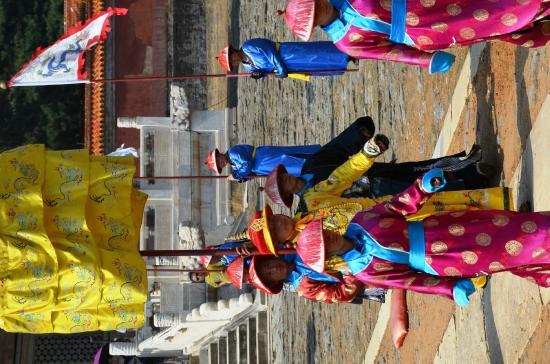 Zunhua, จีน: re-enactment of ceremony