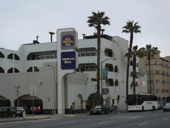 Americania Hotel Outside View Street