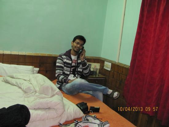 Hotel Naveen: hotel room