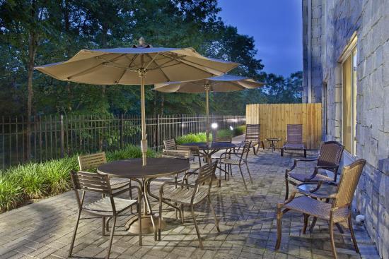 Hilton Garden Inn Birmingham SE/Liberty Park : Patio Area