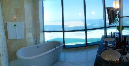 Jumeirah At Etihad Towers: Bathroom